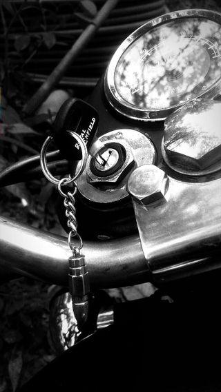 Обои на телефон ключ, royal enfield, bullet