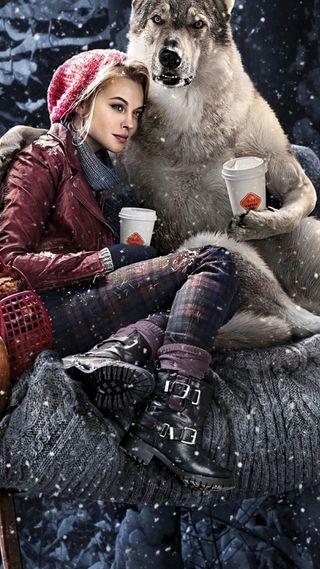 Обои на телефон напиток, снег, девушки, волк, friendly wolf