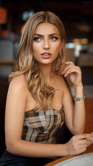 Обои на телефон модели, синие, симпатичные, сидя, прекрасные, портрет, лицо, красота, девушки, глаза, волосы