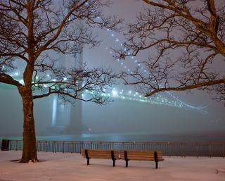 Обои на телефон туманные, туман, скамейка, мост, ночь, зима, winter fog