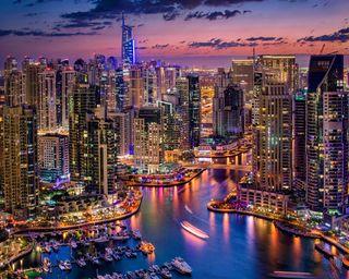 Обои на телефон здания, огни, ночь, лодка, дубай, город, harbour