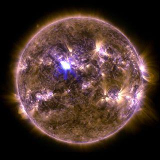 Обои на телефон солнечный, цветные, солнце, свет, вспышка, ultraviolet light, sun with solar flare, solar flare, sdo, false-color