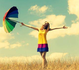 Обои на телефон цветные, настроение, свобода, поле, небо, девушки, амбрелла