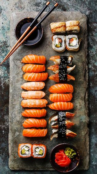 Обои на телефон sushi style, черные, красые, оранжевые, стиль, камни, еда