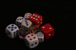 Обои на телефон изображения, черные, цветные, неоновые, красые, игральные кости, игра, белые, ludo