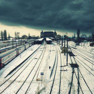 Обои на телефон станция, поезда, облачно