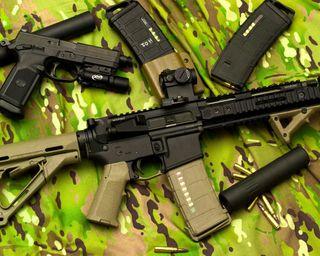 Обои на телефон солдат, пистолет, оружие