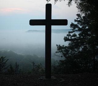 Обои на телефон туманные, туман, крест, синие, исус, горы, mountain cross
