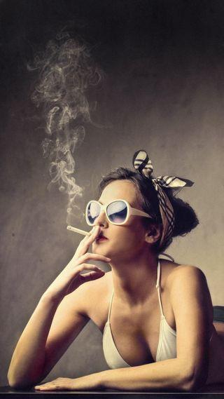Обои на телефон сигареты, удивительные, туман, солнечные очки, ретро, дым, девушки, горячий, cigarettes, AMAZING