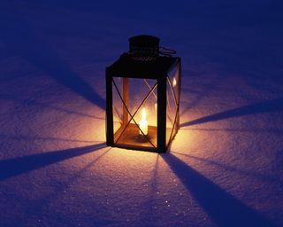 Обои на телефон фонарь, тьма, снег, свеча, свет
