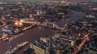 Обои на телефон река, огни, ночь, мост, лондон, город, британия, англия