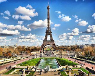Обои на телефон эйфелева башня, франция, париж, облака, городской пейзаж, городские, башня