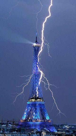 Обои на телефон эйфелева башня, тур, молния, париж