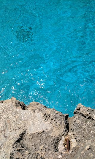 Обои на телефон утес, спокойствие, италия, природа, пляж, море, мир, любовь, лето, европа, вода, аква, tan, sardinia, salt water, rockpool, love