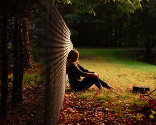 Обои на телефон одинокий, природа, одиночество, забор, девушки, грустные, sad girl in nature