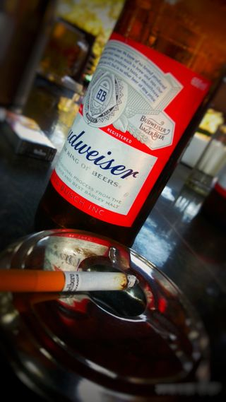 Обои на телефон пиво, король, дым