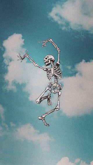 Обои на телефон эстетические, скелет, небо