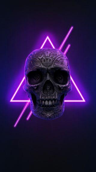 Обои на телефон Neon, dark wallpaper, head skull, metal skull, neon glow, neon skull, neon wallpaper, phone wallpaper, purple light, purple neon, skull metal, черные, темные, арт, фиолетовые, череп, свет, неоновые, металл, телефон, светящиеся, цифровое, фотография, треугольник, современные, креативные, голова, киберпанк, хасака