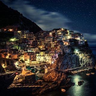 Обои на телефон италия, океан, ночь, море, европа, деревня, горы, город, town night