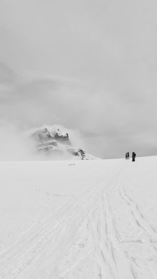 Обои на телефон туман, снег, природа, норвегия, зима, горы, moutain, backandwhite