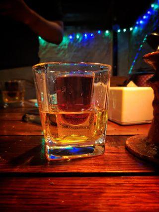 Обои на телефон ред булл, виски, напиток, коктейль, алкоголь, jagerbomb