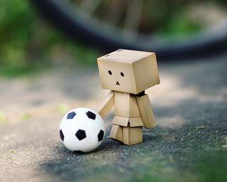 Обои на телефон мальчик, футбольные, футбол, игрушка
