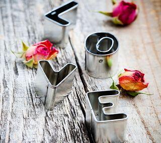 Обои на телефон металлические, розы, любовь, дерево, бутон, love and roses, love