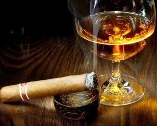 Обои на телефон сигара, напиток, дым, виски, алкоголь