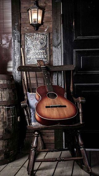 Обои на телефон гитара, свет, виски, guitar on chair, chair, barrel
