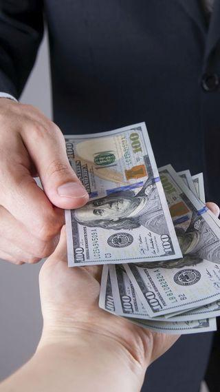 Обои на телефон руки, деньги