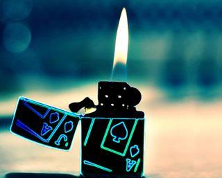 Обои на телефон туз, сигареты, пламя, огонь, карты, зажигалка, боке