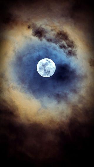 Обои на телефон облачно, луна