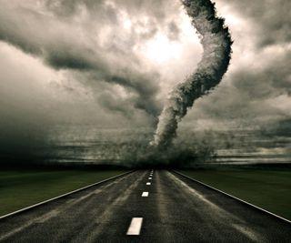Обои на телефон шторм, торнадо, темные, пейзаж, облака, дорога