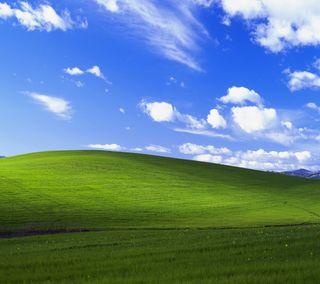 Обои на телефон холм, трава, облака, небо, майкрософт, xp, windows, qhd
