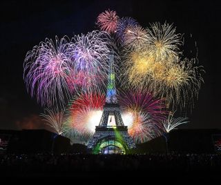 Обои на телефон фейерверк, франция, париж, огни, ночь, новый, башня