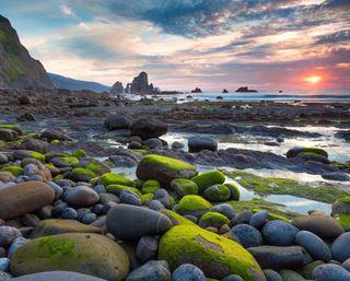 Обои на телефон сцена, рокки, берег, рок, пляж, камни, горы, восход, rocky beach scene, alga