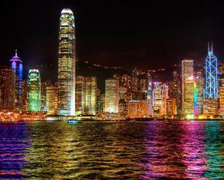Обои на телефон здания, радуга, прекрасные, озеро, ночь, красочные, город, colorful night