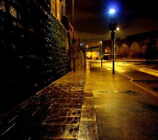 Обои на телефон кирпичи, улица, стена, свет, путь, ночь, дорога, город