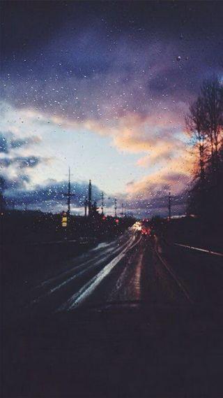 Обои на телефон день, улица, облака, машины, дорога, дождь
