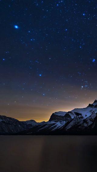 Обои на телефон озеро, ночь, небо, звезды, горы
