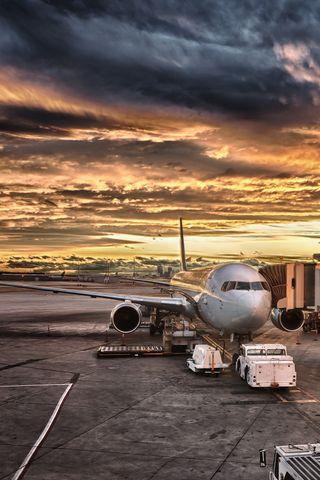 Обои на телефон сумерки, самолет, облака, небо, крутые, золотые, закат, runway, airport