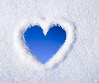 Обои на телефон снег, сердце