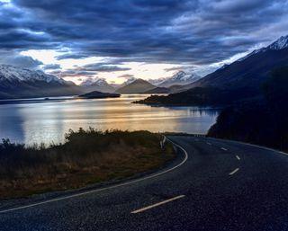 Обои на телефон сумерки, темные, снег, река, рассвет, пейзаж, ночь, зима, дорога, горы, mountain road