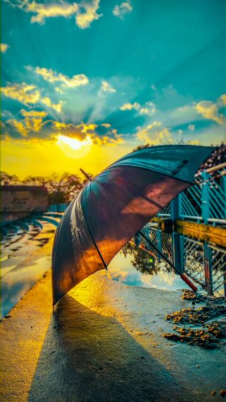 Обои на телефон зонтики, амбрелла, мост, дождь, opera