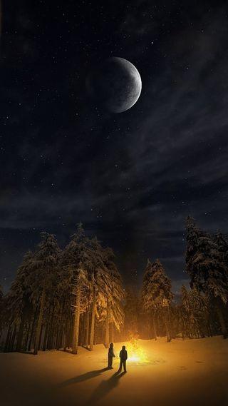 Обои на телефон огонь, природа, ночь, луна, лес, красота, звезды, beauty of nature
