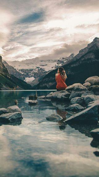 Обои на телефон настроение, природа, озеро, одиночество, люди, камни, девушки, горы, вода, beside