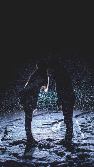 Обои на телефон поцелуй, ночь, любовь, зима, love