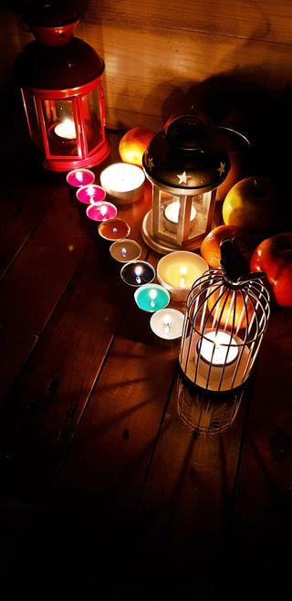 Обои на телефон свечи, черные, фрукты, тьма, свеча, свет, ночь, новый, зима