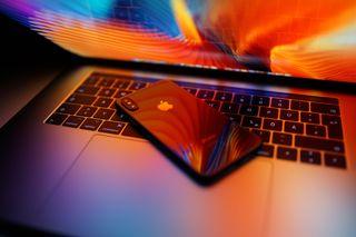 Обои на телефон чистые, мобильный, розовые, огни, луна, грани, бок, айфон, prism, iphone x, iphone