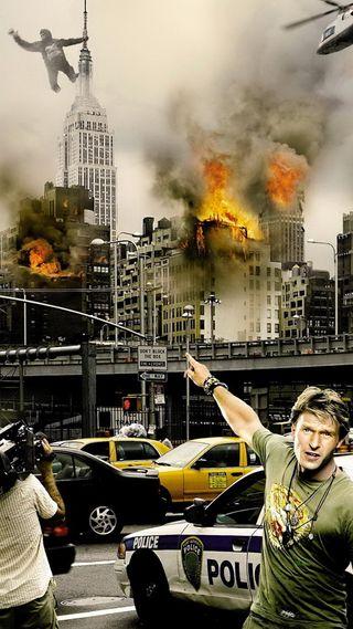 Обои на телефон полиция, огонь, машины, люди, король, конг, здания, дым, город